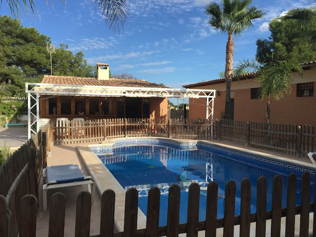 Chalet en Elche piscina,wifi,aire,tv ingles,france - Alicante - Alpstuga
