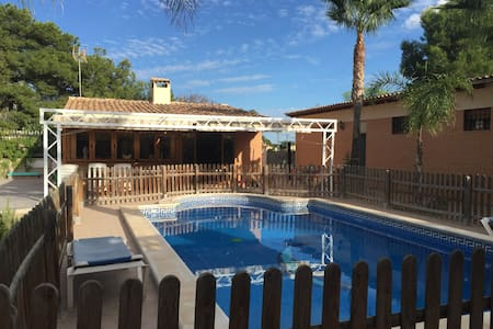 Chalet en Elche piscina,wifi,aire,tv ingles,france - Alicante - Almhütte