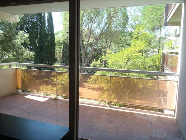 Spacieux F2 avec grande terrasse sur 1 parc arboré - Montpellier - Apartment
