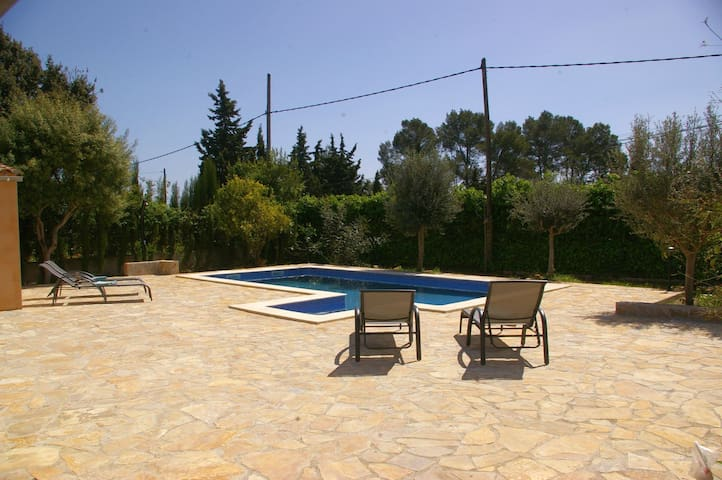 "Finca ""Sa Tortuga"" mit 3 DZ, 2 Bäder, A/C, Pool"