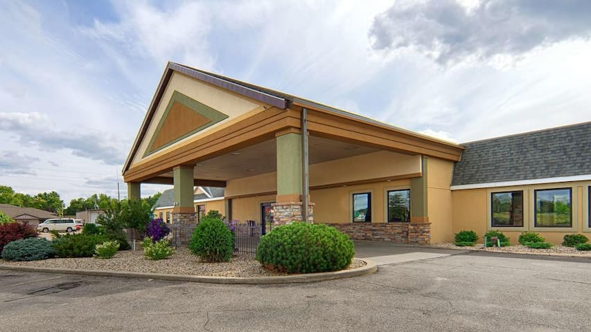 Norwood Inn Mankato - Deluxe 2 Double Bed with Sofa Bed Non Smoking