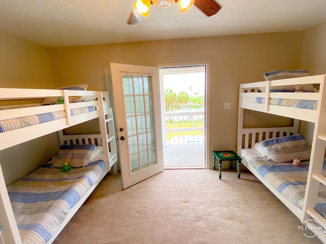 Bunk Room w/ four beds