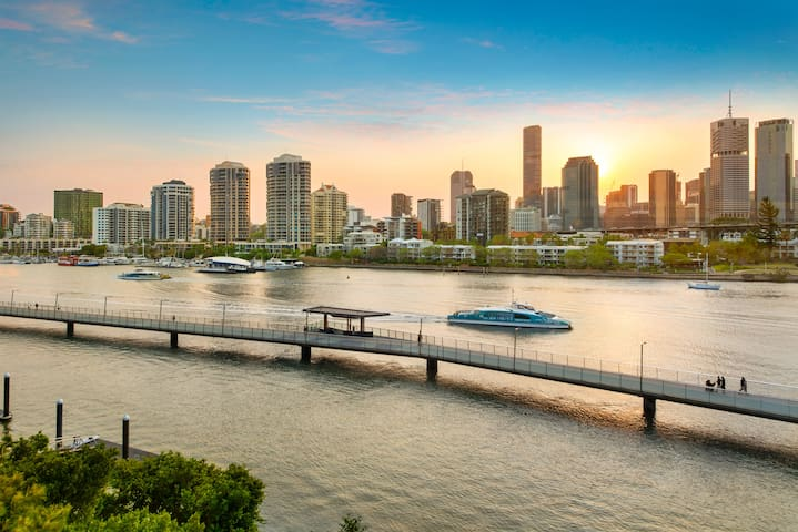 Glam ~ Skyline City, Water + Story Bridge Views