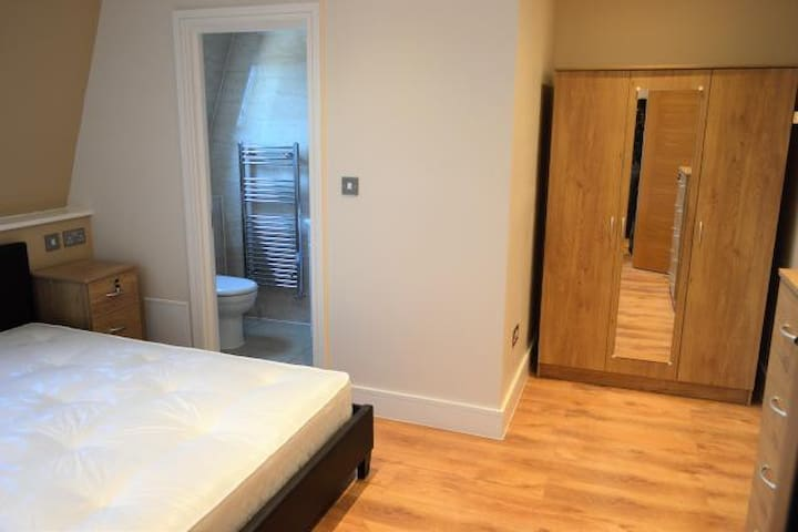 New, modern 1 bed flat VERY close toCentral London