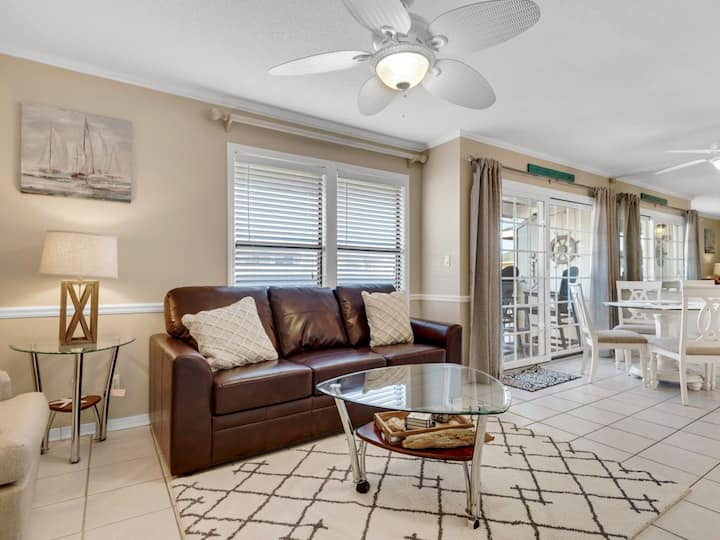 Open Condo, Private balcony, Multiple pools, Minutes from the beach