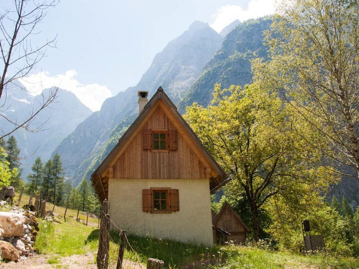 Little cottage Viharnik with mountain views
