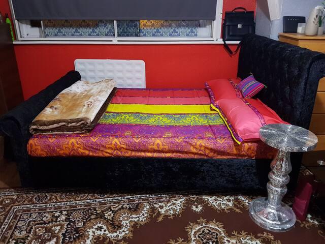 Lovely studio Bedsit flat