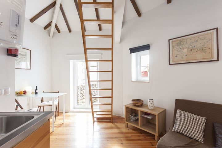 Alfama I, eco-penthouse with view & french balcony