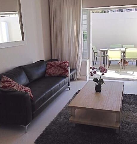 Room To Let in charming Sea Point home 1