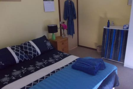 Double room in Private Home - $54 - Wanniassa