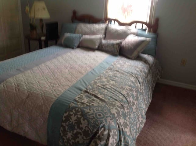 Avon Park Golf Community Queen Bedroom #2