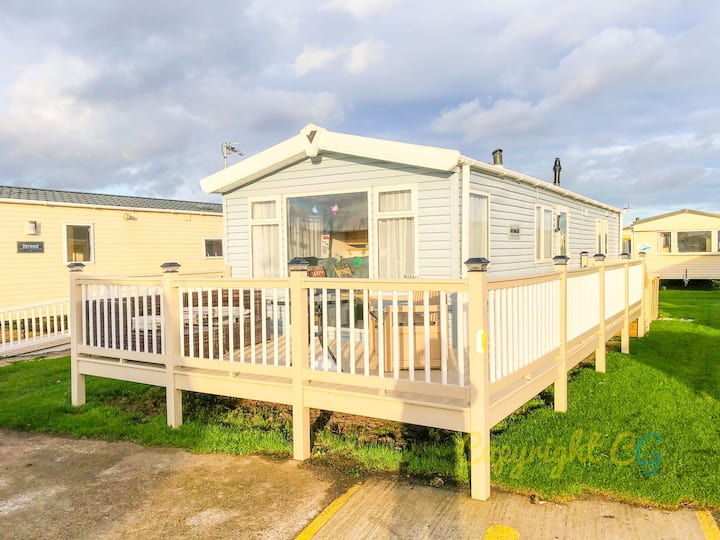 MP306 - Camber sands Holiday Park - Sleeps 8 + 2 dogs - Central location  - Close to facilities