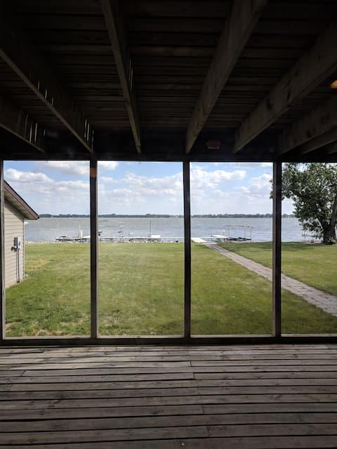 Remodeled Lake Madison Condo