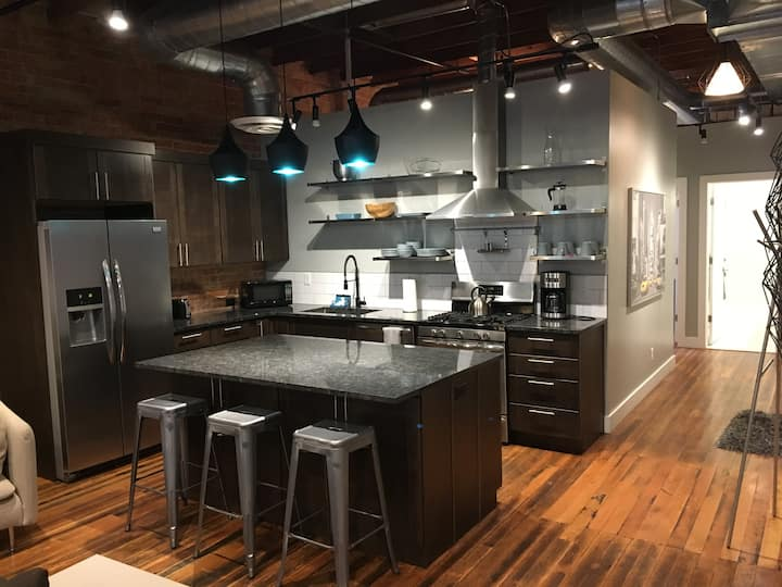 The District Lofts A - 2 bedroom/2 bath - sleeps 7