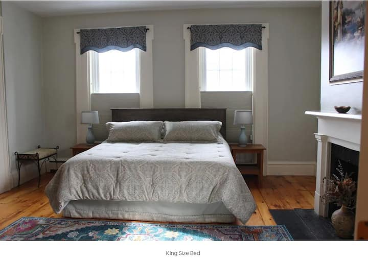 Gorgeous Private Guest Suite in Historic 1837 Home