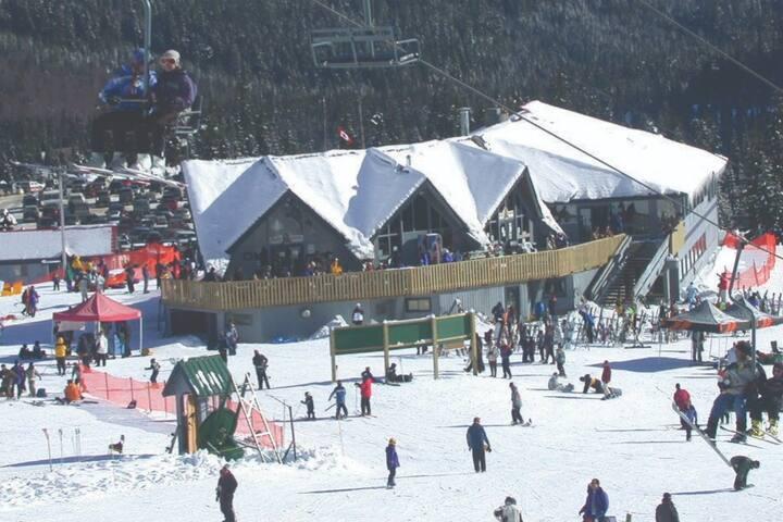 Amazing Large Ski in/Ski out Condo
