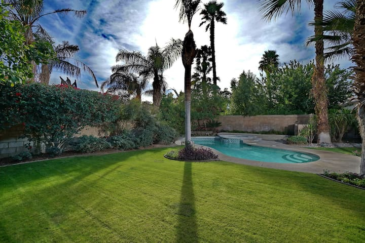 Desert McMansion with Pool/SPA - Hotel Ready!