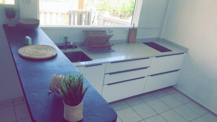 BEL APPART + Terrasse + Jardin en bas de Villa
