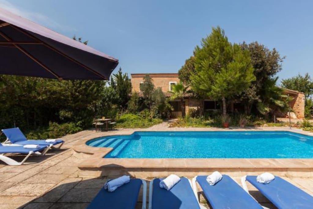 Mallorca holiday villa 315 villas for rent in muro for Holiday villas mallorca