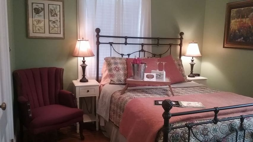 Sedgwick Room - The Saltair Inn Waterfront Bed & Breakfast