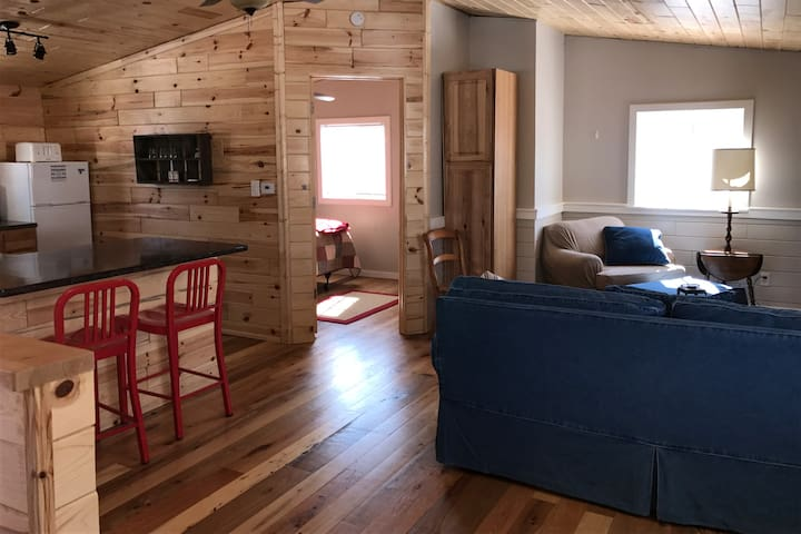 TC Getaway - Traverse City - Apartment