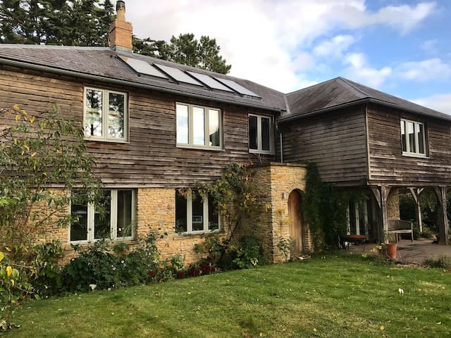 Large Family Eco house in the centre of Bruton