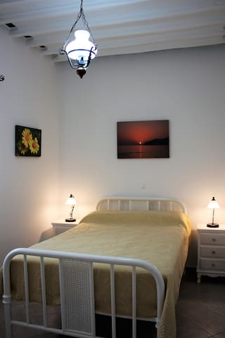 the bedroom - la chambre a coucher