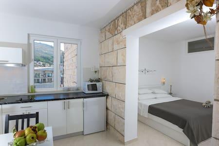IVA VALENTINA Apartments Studio 1 - Дубровник