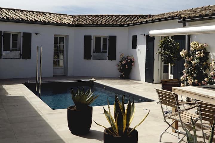 Maison d'hôtes avec piscine. Chambre Ronsard.