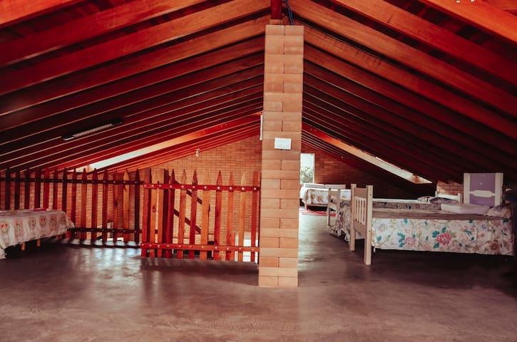 loft/quarto para 30 pessoas