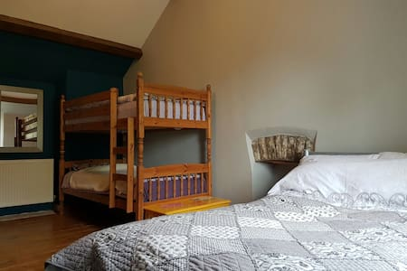 Spacious room perfect for families/couples/singles - Croeslan (aka Panteg Cross), Llandysul