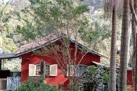 Casa de campo Embu das Artes 1,8 km do centro