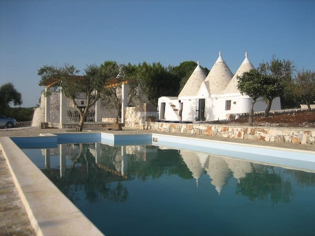 Private trulli with pool in pretty rural setting - Province of Brindisi - บ้าน