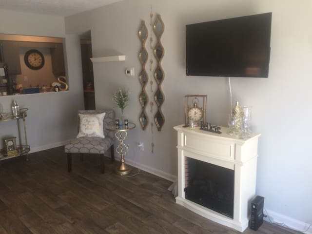 Chic 1bd with parking included - Graymoor-Devondale - Leilighet