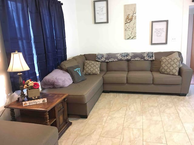 """Luxe """"Falls"""" DOWNTOWN House. 20% DISCOUNT NOW!"""