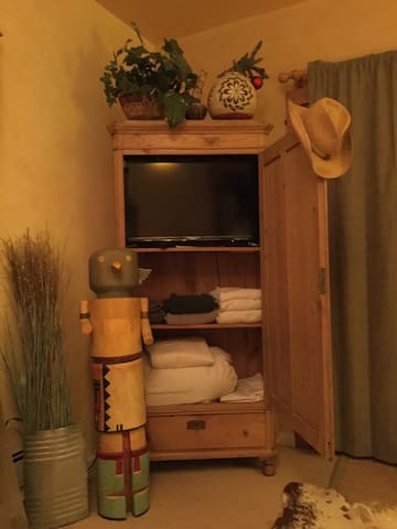 Brand new Smart TV,  extra linens, towels, Rivera Gourd.