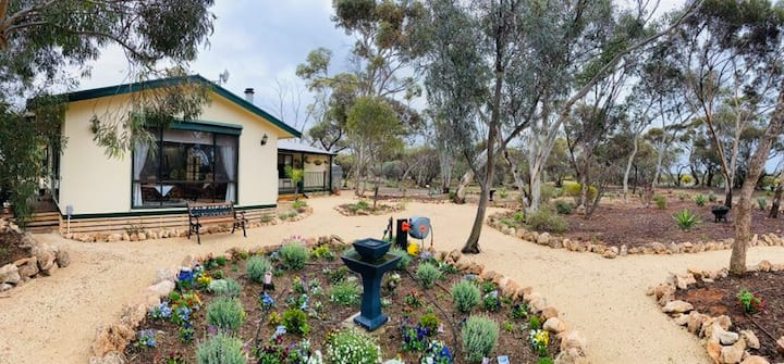 Riverland Retreat close to the Murray River!