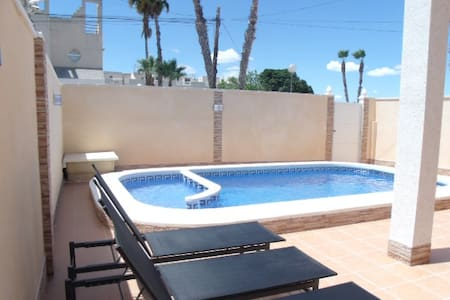 3 BEDROOM HOUSE WITH PRIVATE POOL - Torrevieja