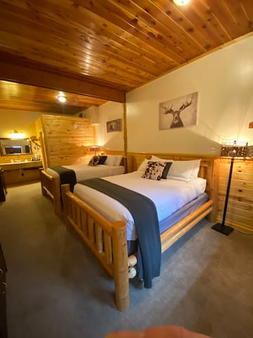 Two Queen Deluxe Suite at River Lodge
