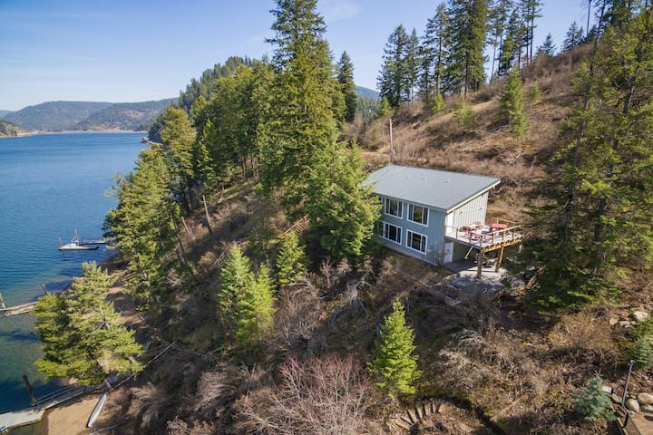 New listing! Two dog-friendly, lakefront homes w/ a private hot tub & decks