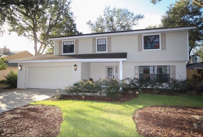 Cozy and bright near UCF - Oviedo - Casa