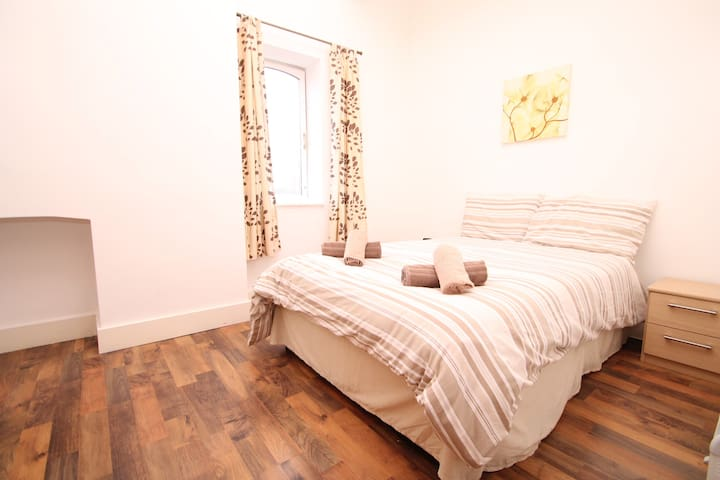 Spacious One Bedroom Apartment (A3) - Manchester - Lägenhet