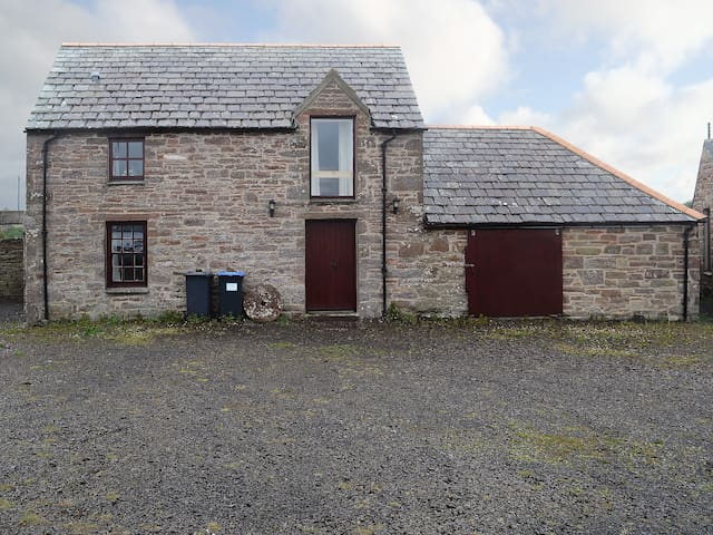 Stable Cottage (W42411)