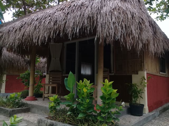 Local Experience Budget Cottage in Lembar Harbor