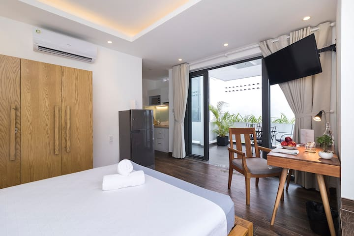 Private Studio with Shiny Balcony near the Airport