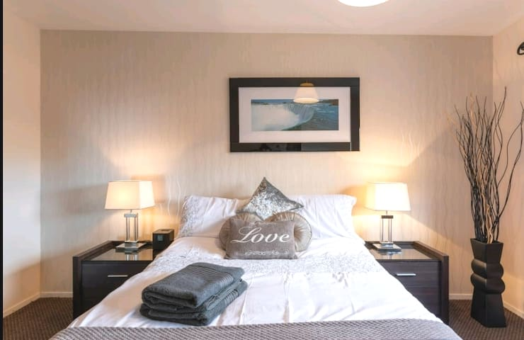 ❤Stunning City Centre flat overlooking River Clyde