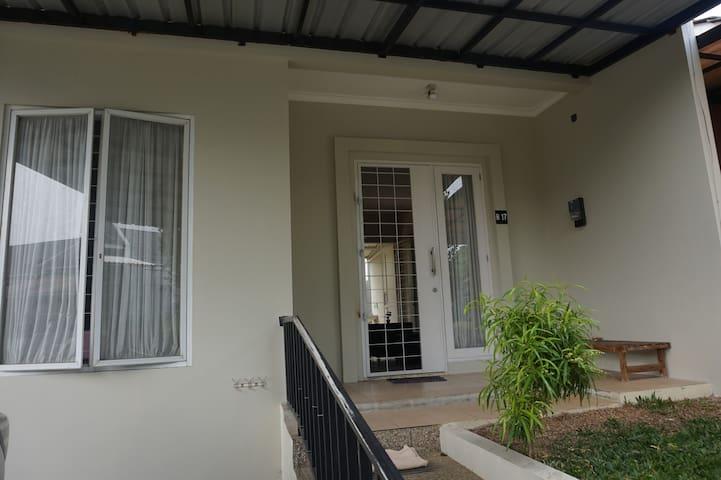 Udara Sejuk di Rumah Minimalis Tajur Bogor