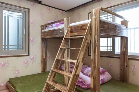추방자의 안식처(purgee's resting place) - Sinsan-ro 4-gil, Jeju-si