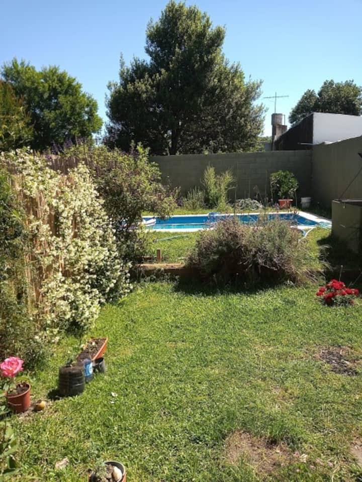 Depto en Tranquilo Condominio con piscina propia.