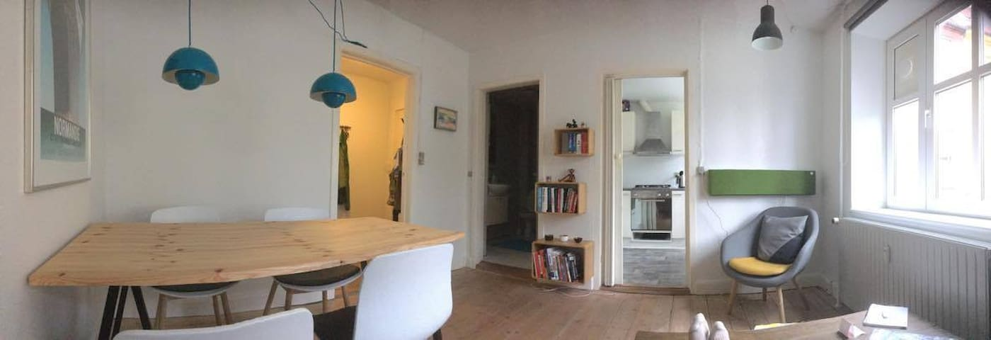 Simple bed in small appartment - close to city! - Aalborg - Apartamento